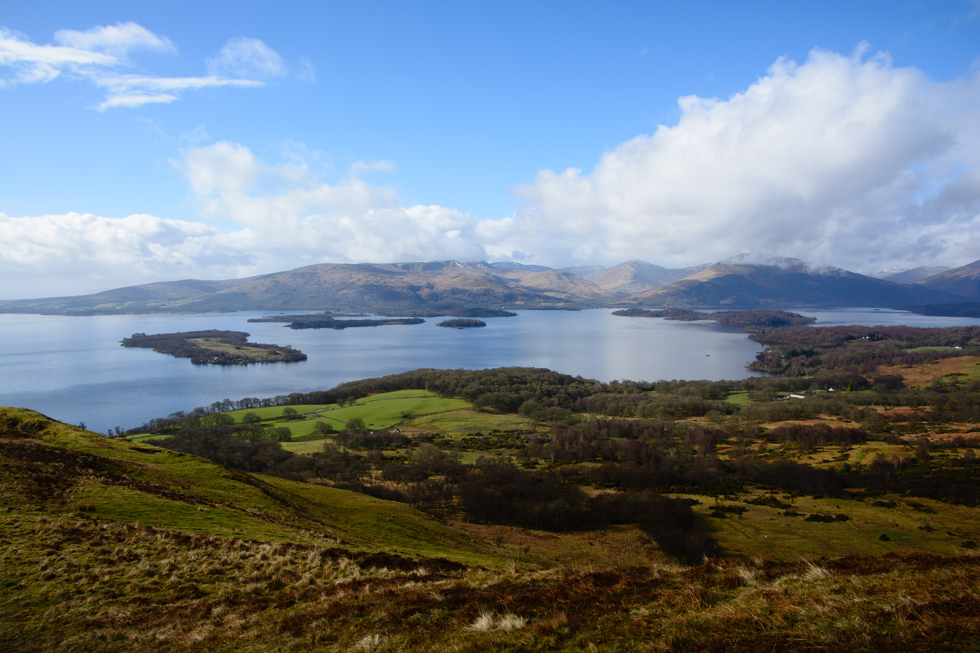 Blick über Loch Lomond vom Conic Hill