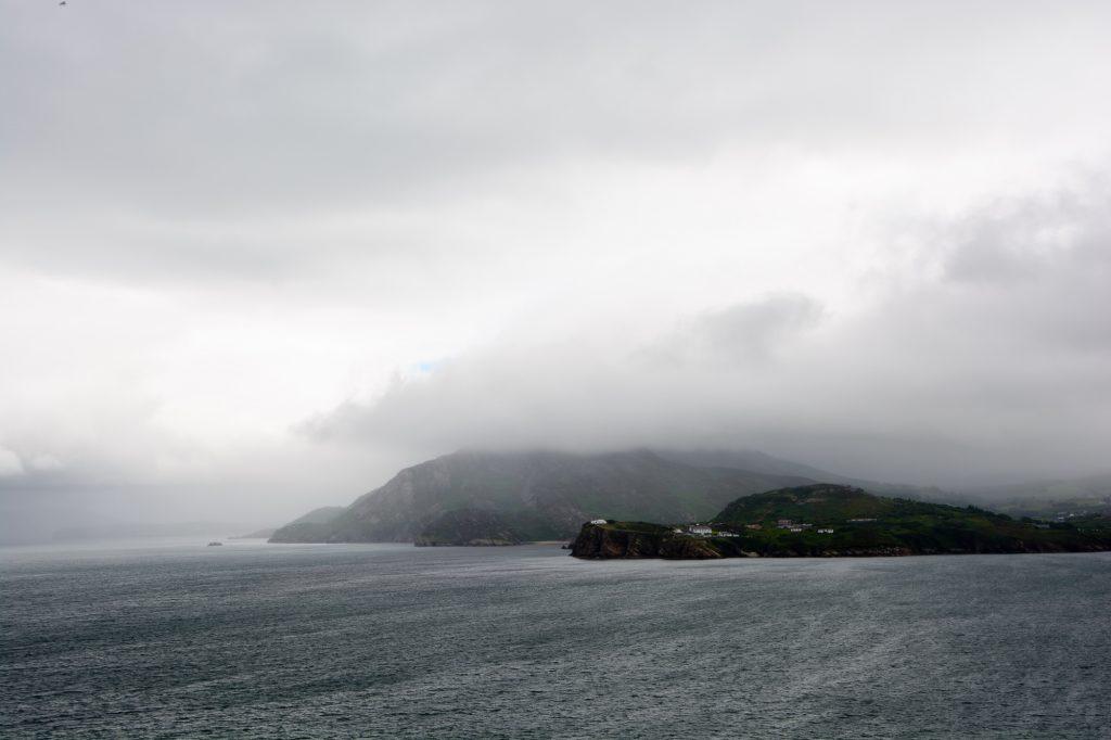 Schwere Wolken über der Halbinsel Inishowen